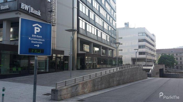 Bw Bank Kunstmuseum Stadtmitte Parkplatz In Stuttgart Parkme