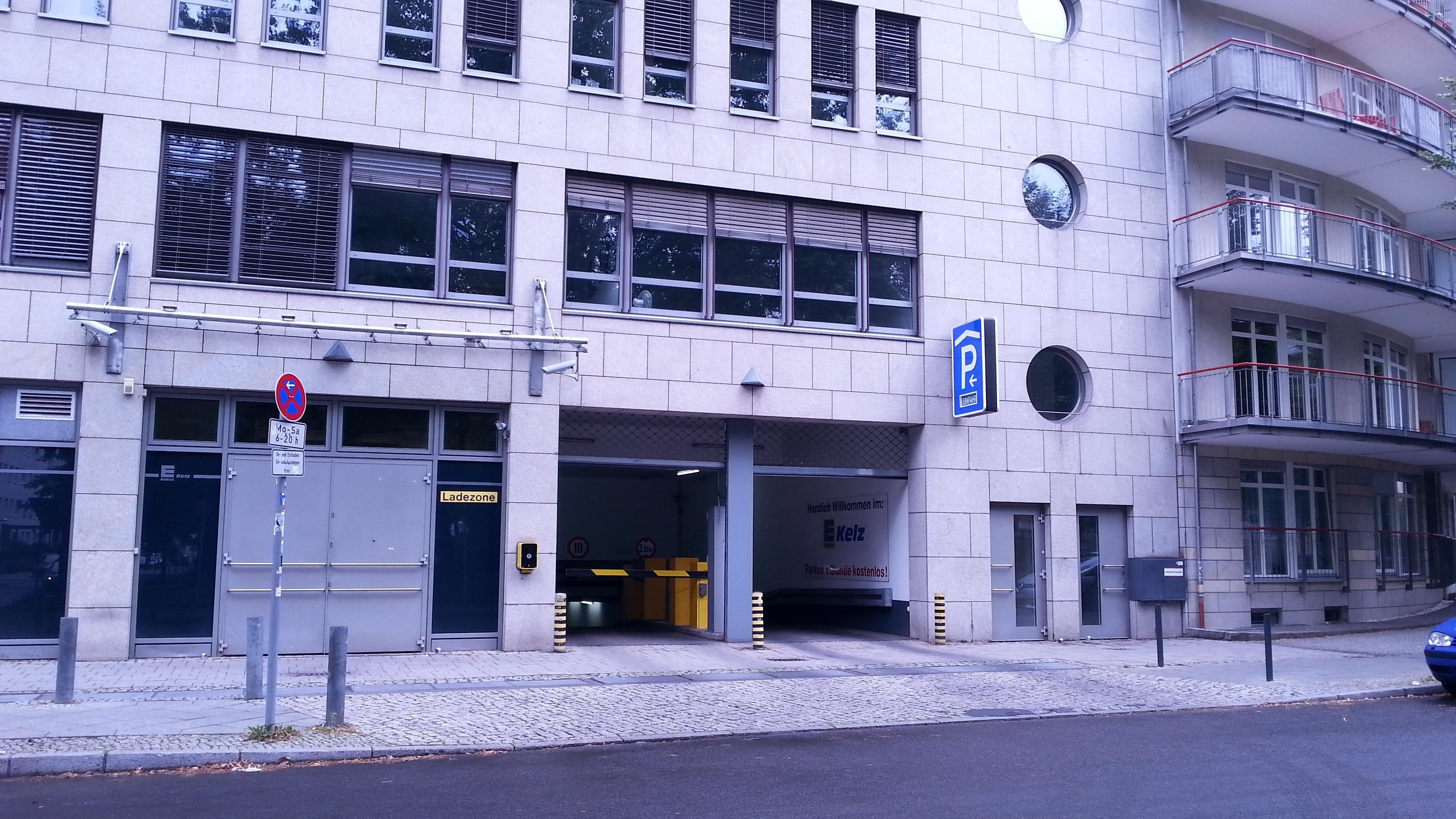 Hildegard jadamowitz stra e 26 garage parking in berlin for Garage ad barlin