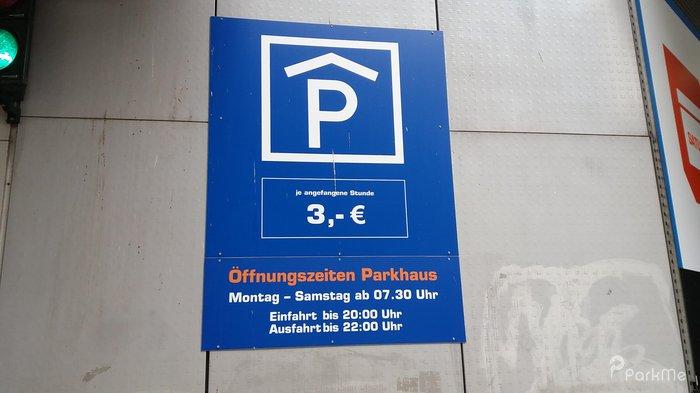 Saturn Parkplatz In Hamburg Parkme