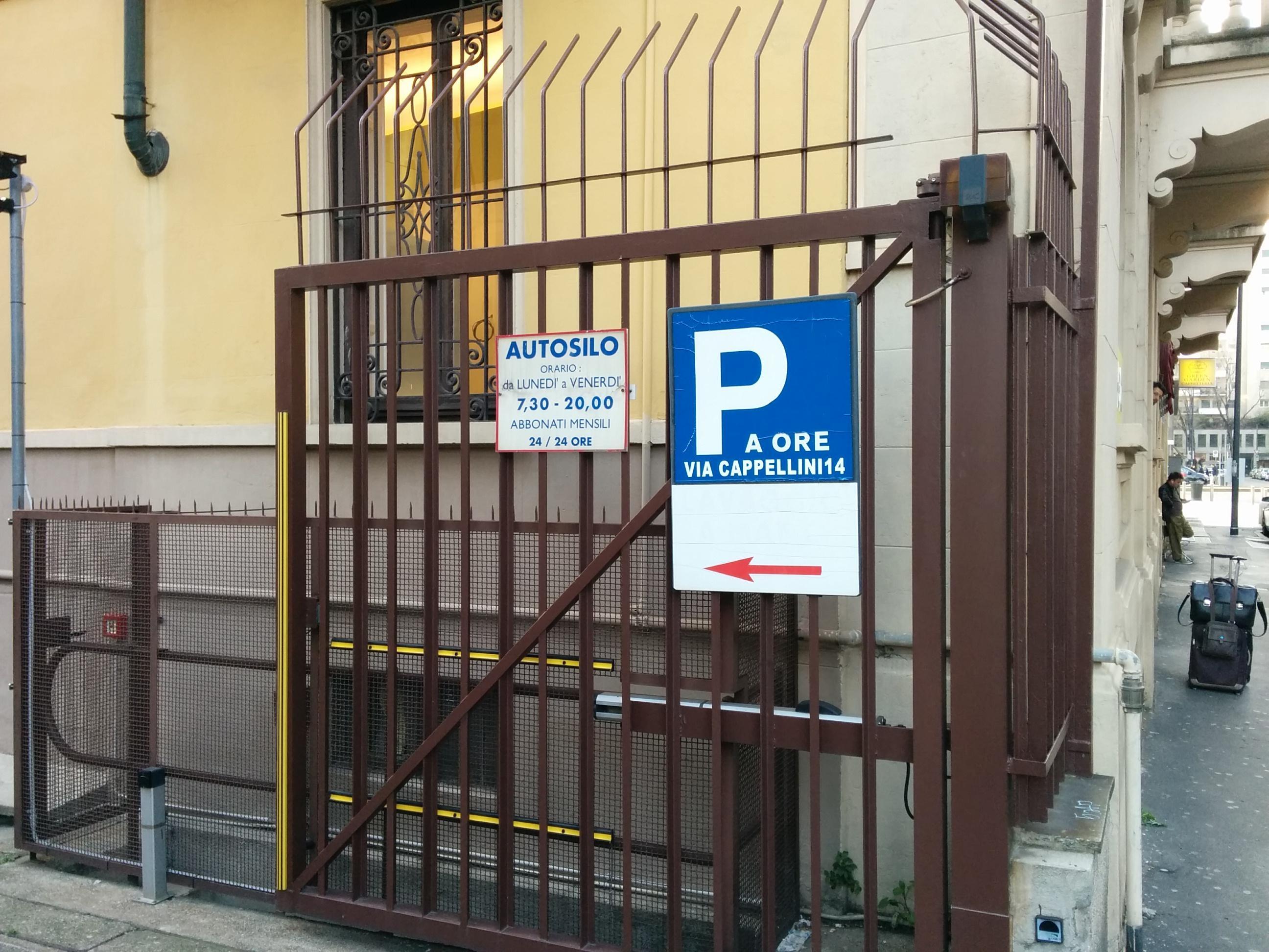 design innovativo più foto moderno ed elegante nella moda Via Alfredo Cappellini, 14 Garage - Parking in Milano | ParkMe