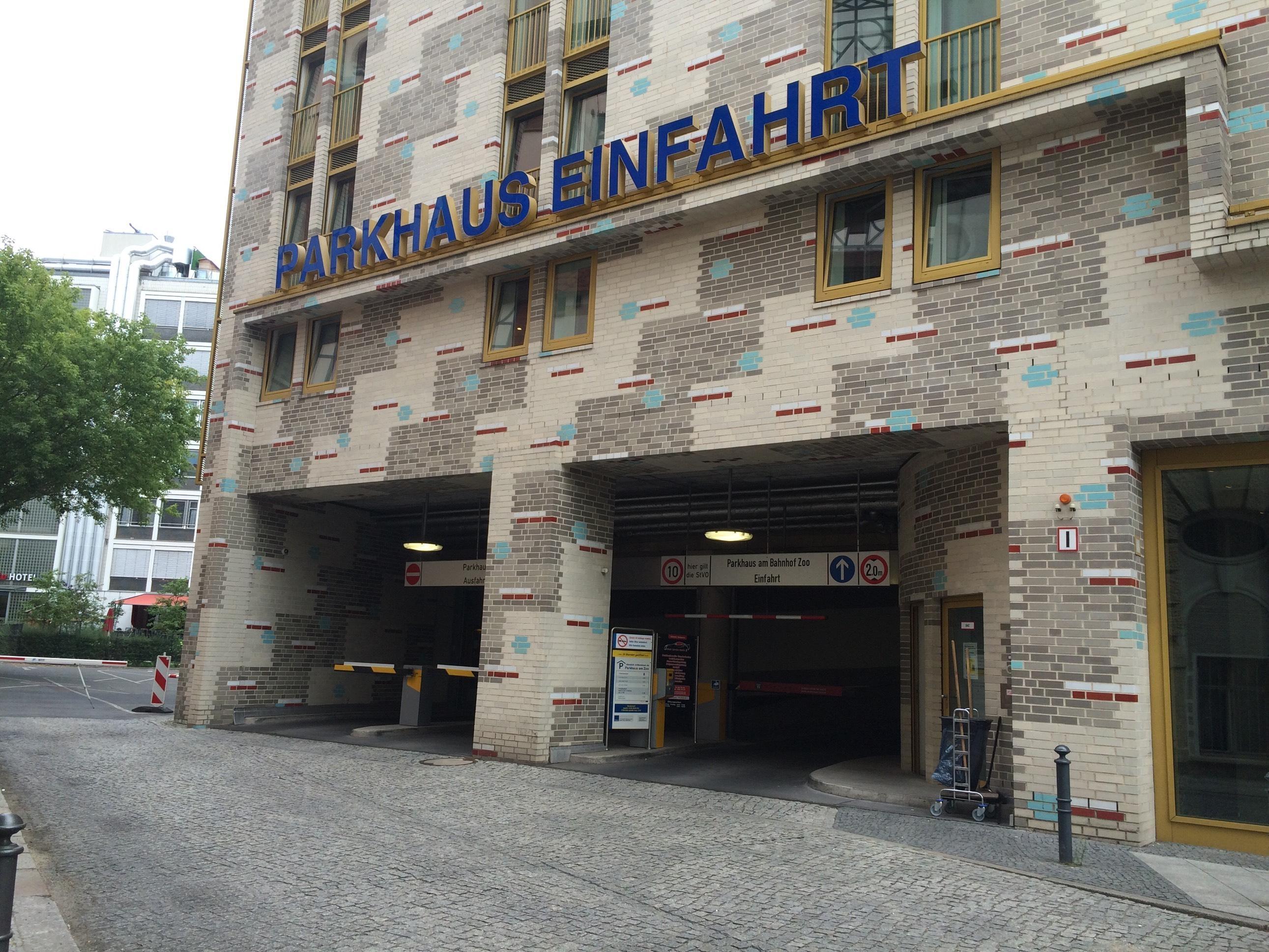 Parkhaus Am Bahnhof Zoo Parking In Berlin Parkme