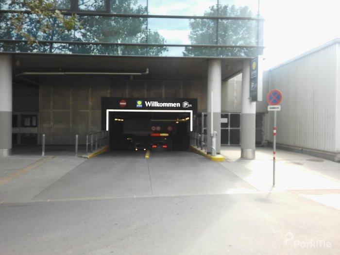 Garage Donau Plex Parkhaus 4 Parking In Vienna Parkme
