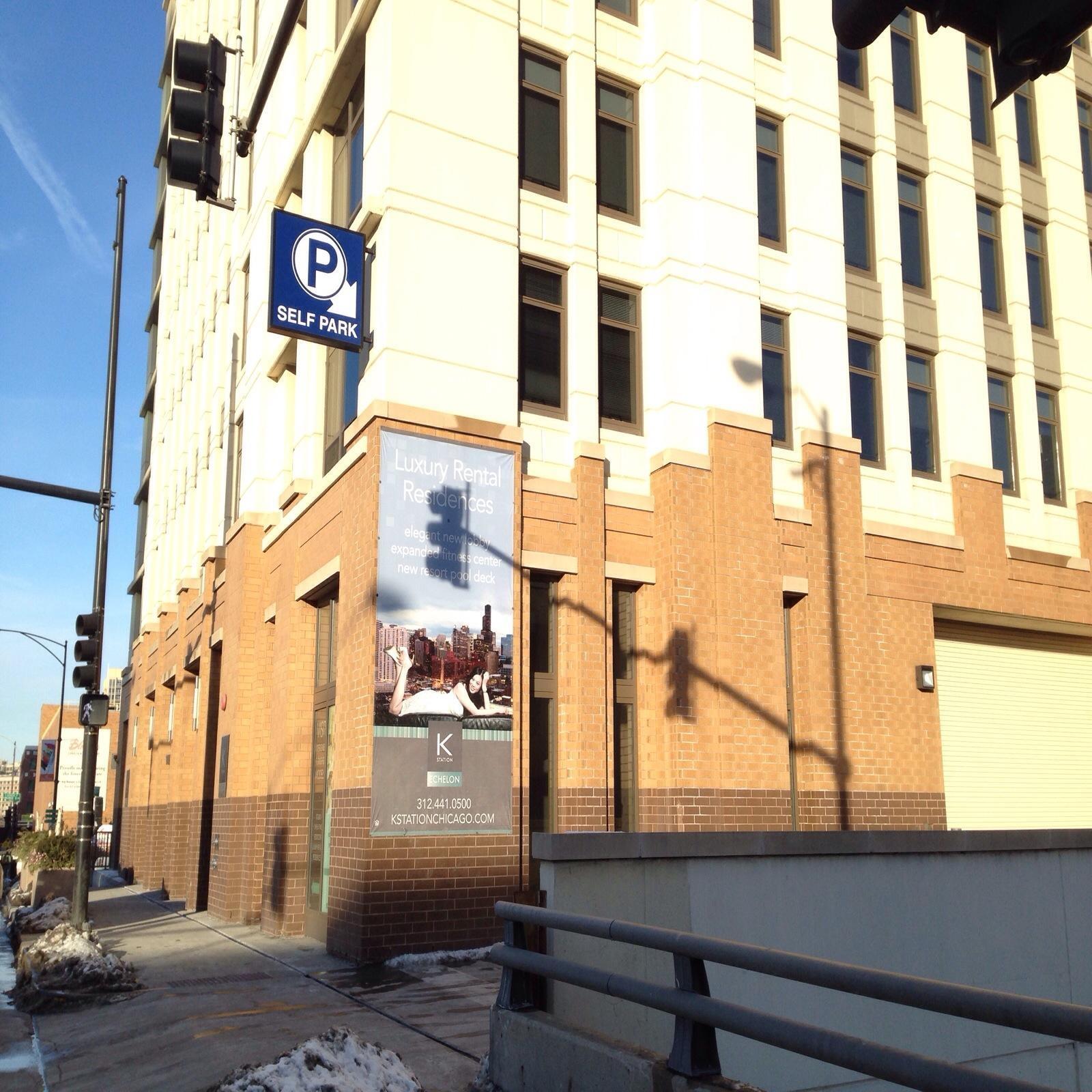 353 N Desplaines St Garage - Parking In Chicago