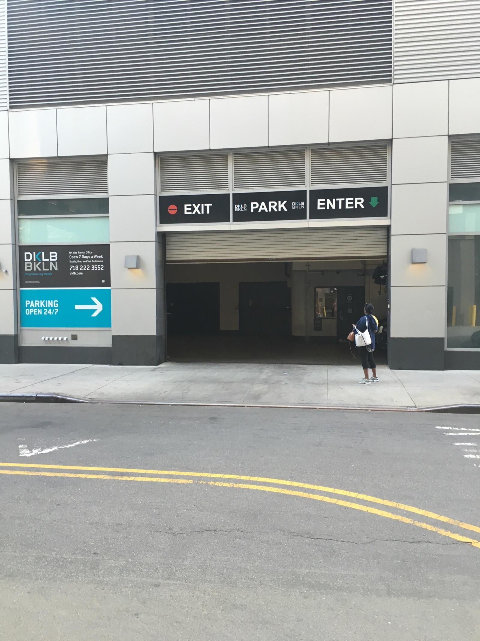 74 dekalb ave garage parking in new york parkme for New york parking garage