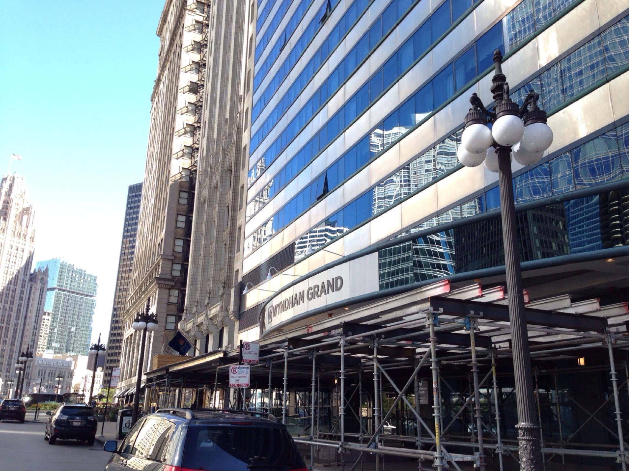 Wyndham grand chicago riverfront valet parking parking for The wyndham