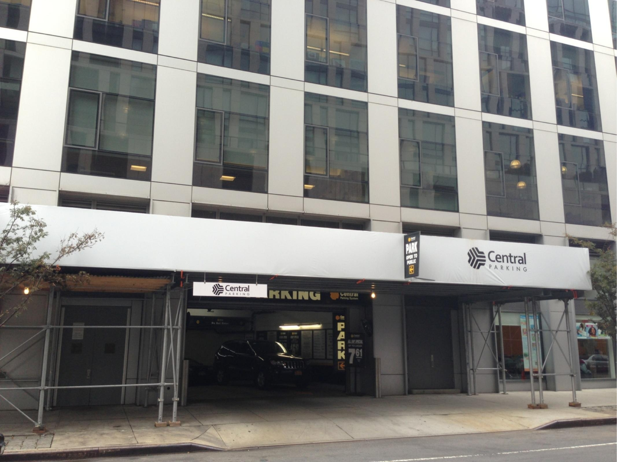 200 chambers st garage parking in new york parkme for Ny city parking garages