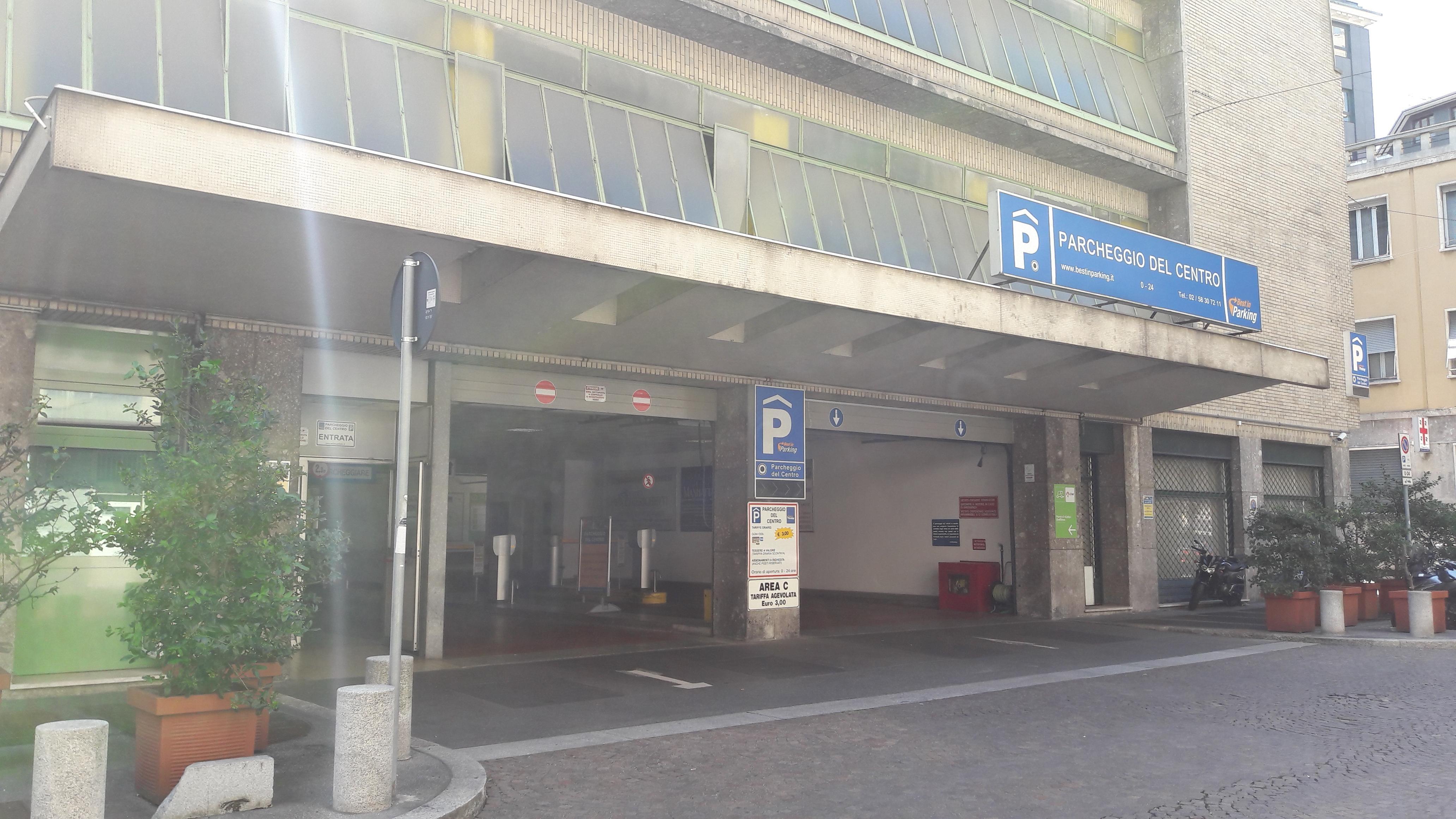 Parcheggio Del Centro Parking In Milano Parkme