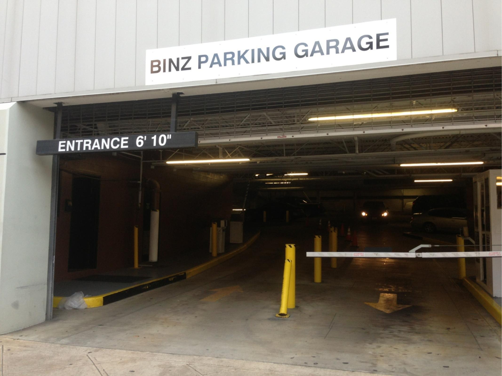 Binz parking garage parking in houston parkme for Photo garage 94