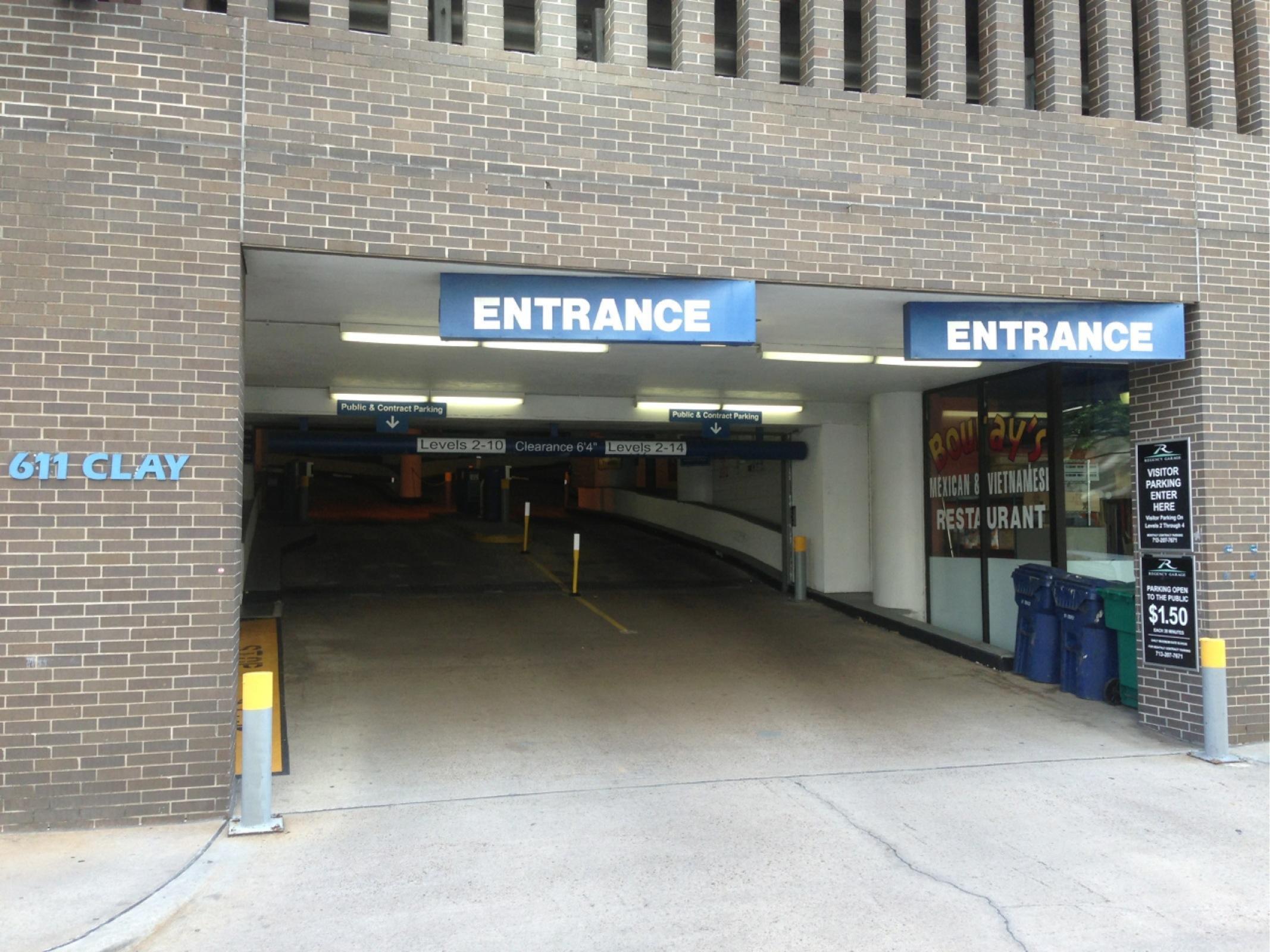 Platinum parking lot 501 regency parking in houston parkme for Garage oberkampf parking