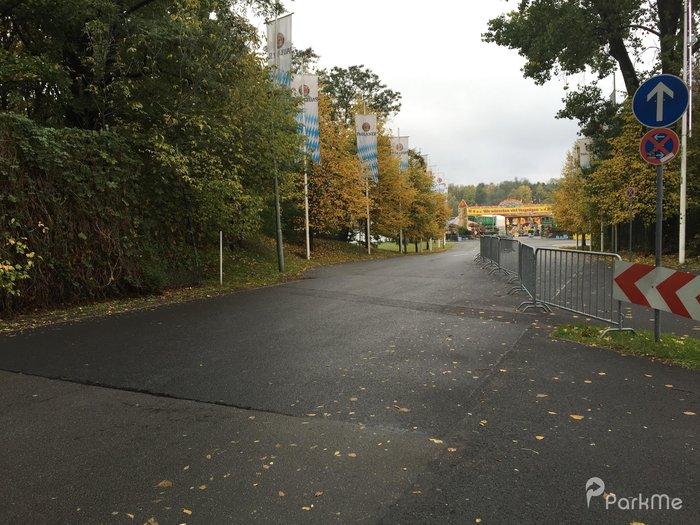 Kurt Schumacher Damm 207 Parking Parking In Berlin Parkme