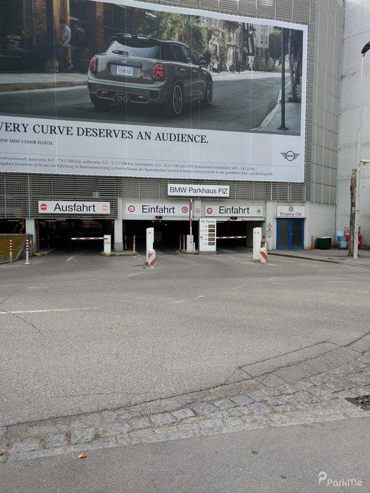 Bmw Parkhaus Fiz Parking In München Parkme