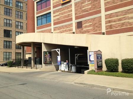 Clybourn Galleria Parking In Chicago Parkme