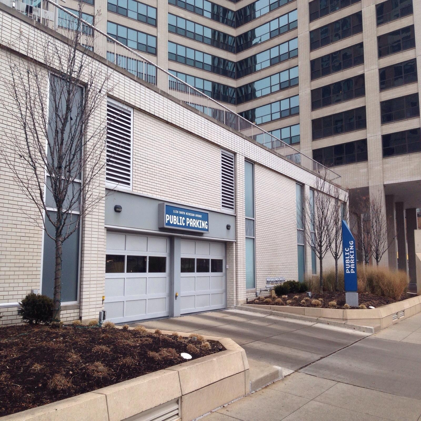 1130 S Michigan Ave Garage - Parking In Chicago