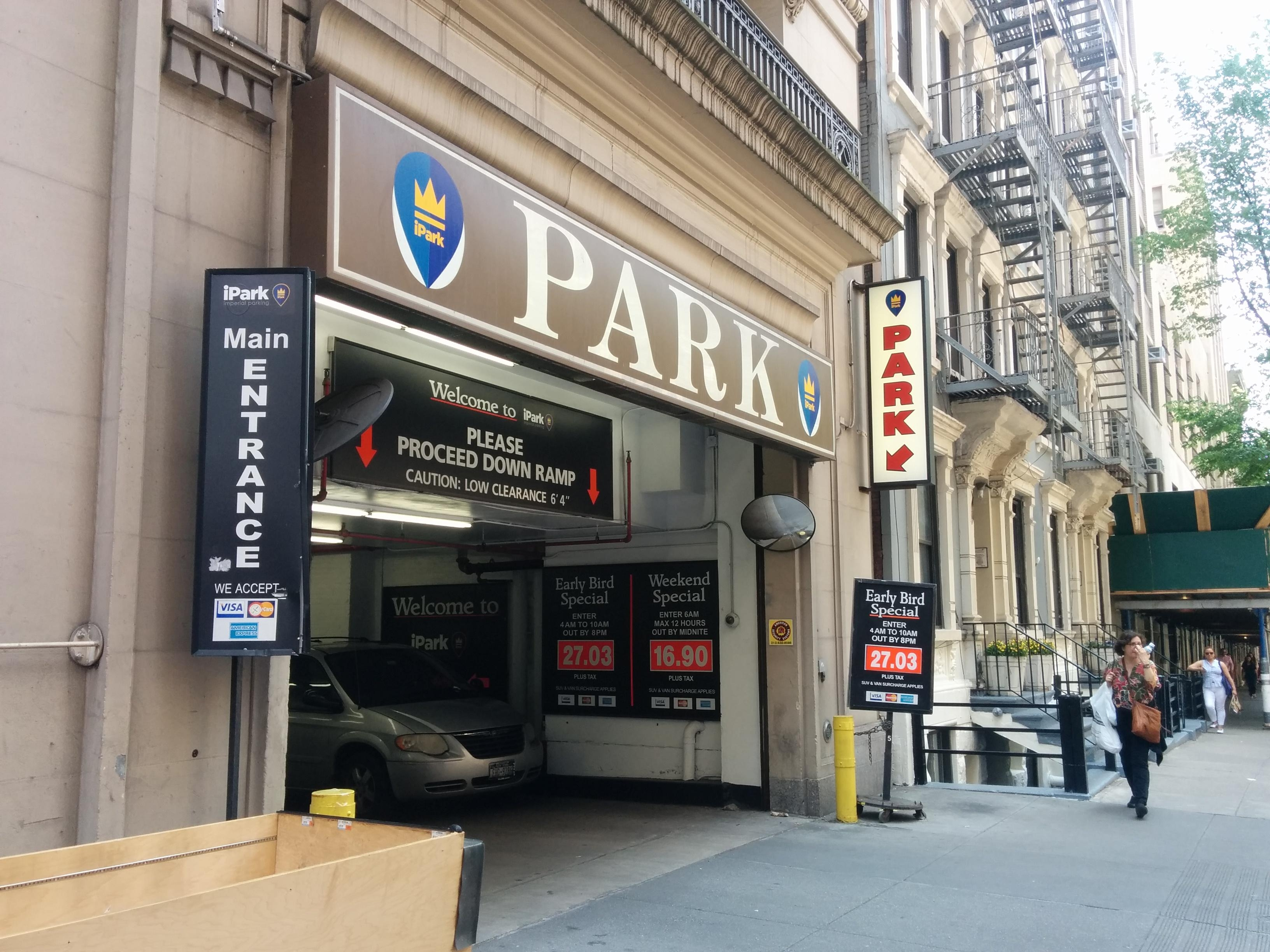 224 w 25th st garage aparcamiento en new york parkme for Garage ad saint thurial