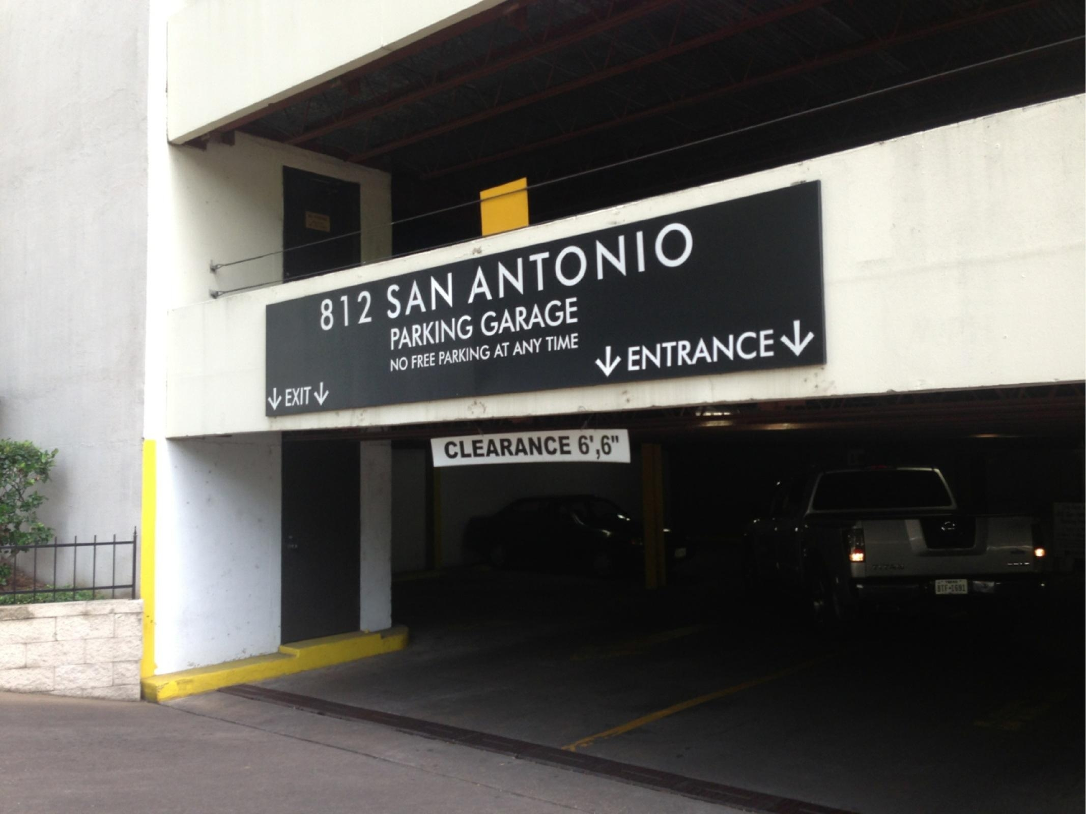 812 San Antonio Parking Garage Parking In Austin Parkme