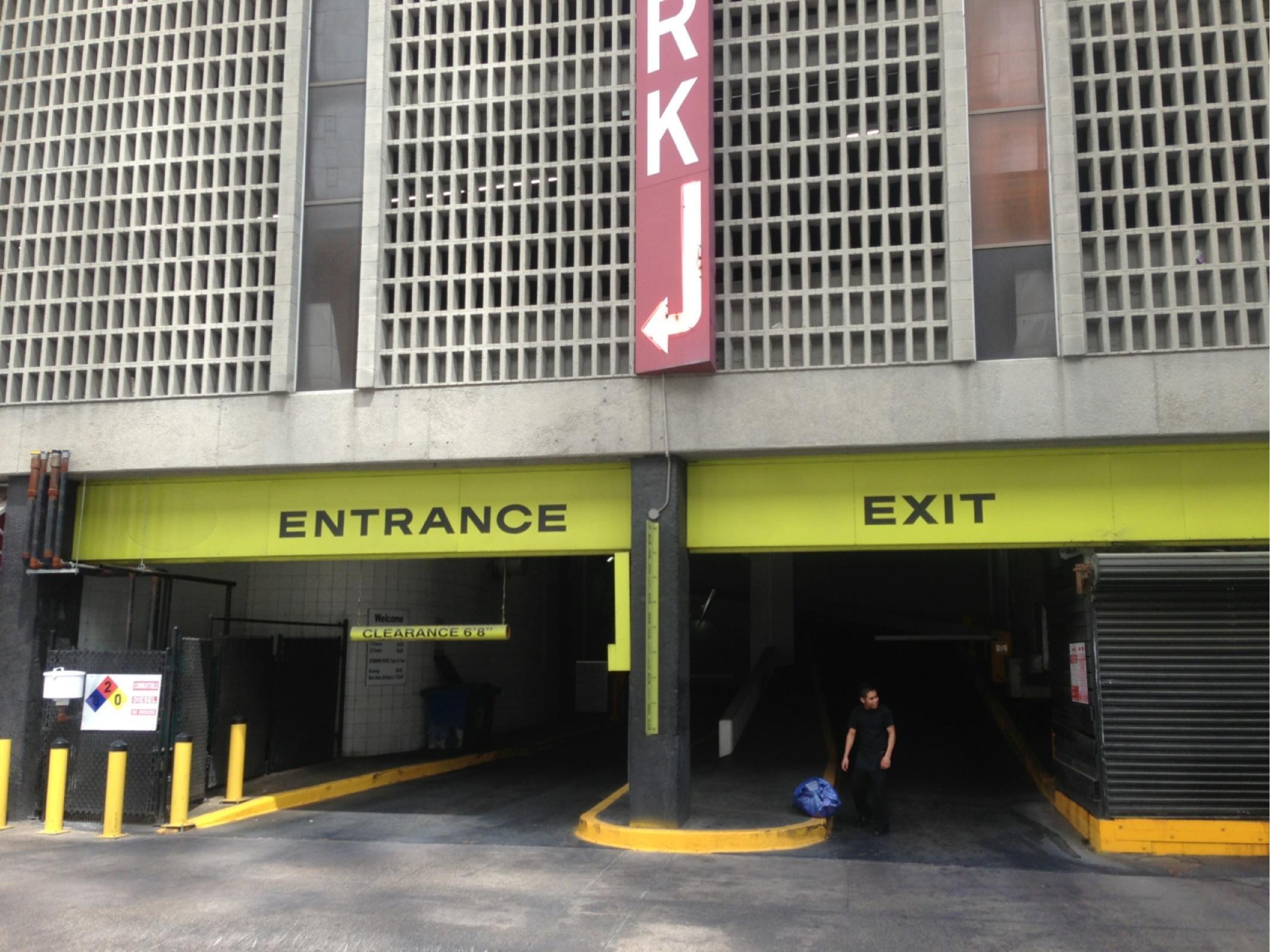Metropolitan Garage Parking In Dallas Parkme