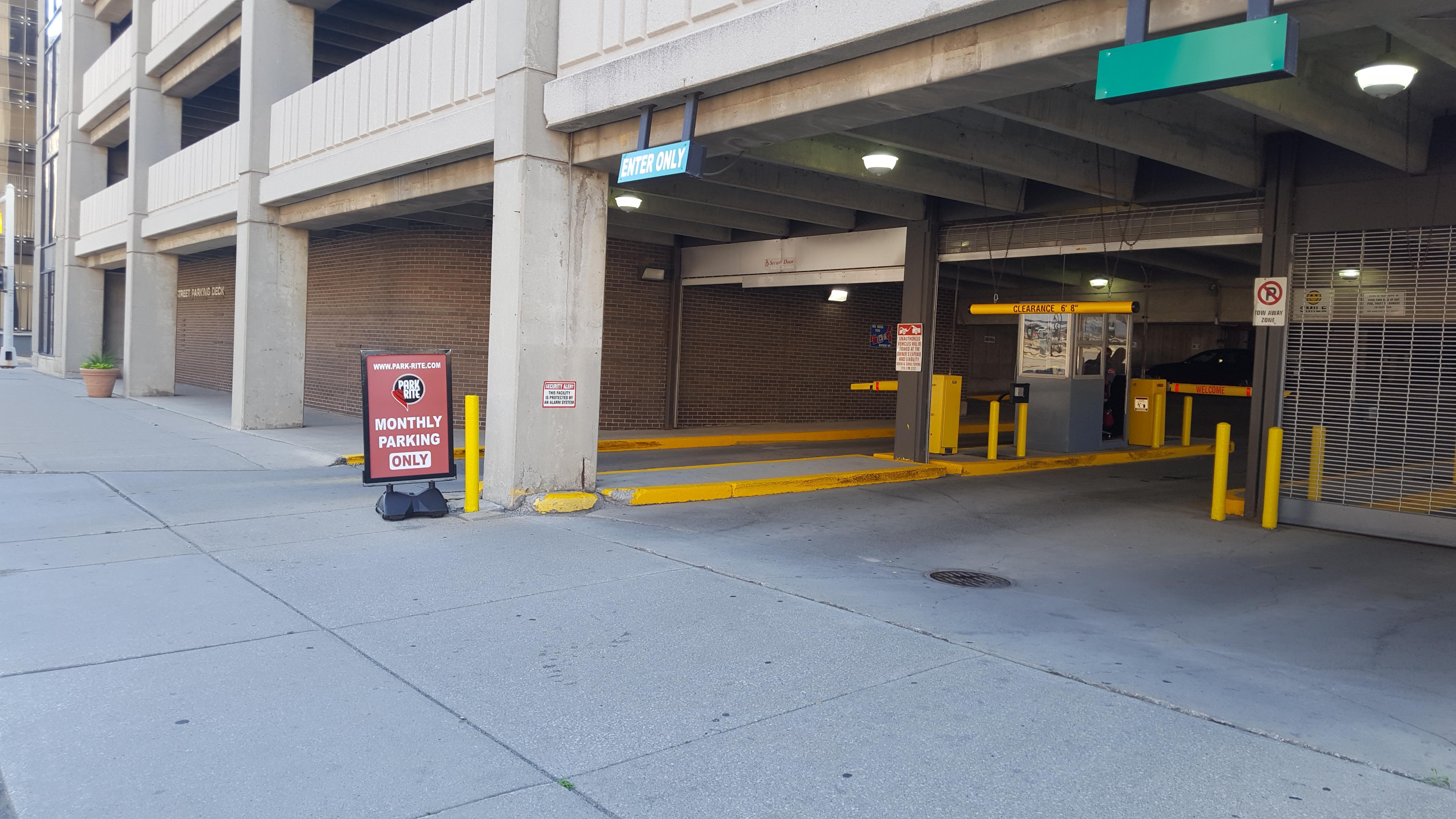 621 1st St Garage Parking In Detroit Parkme