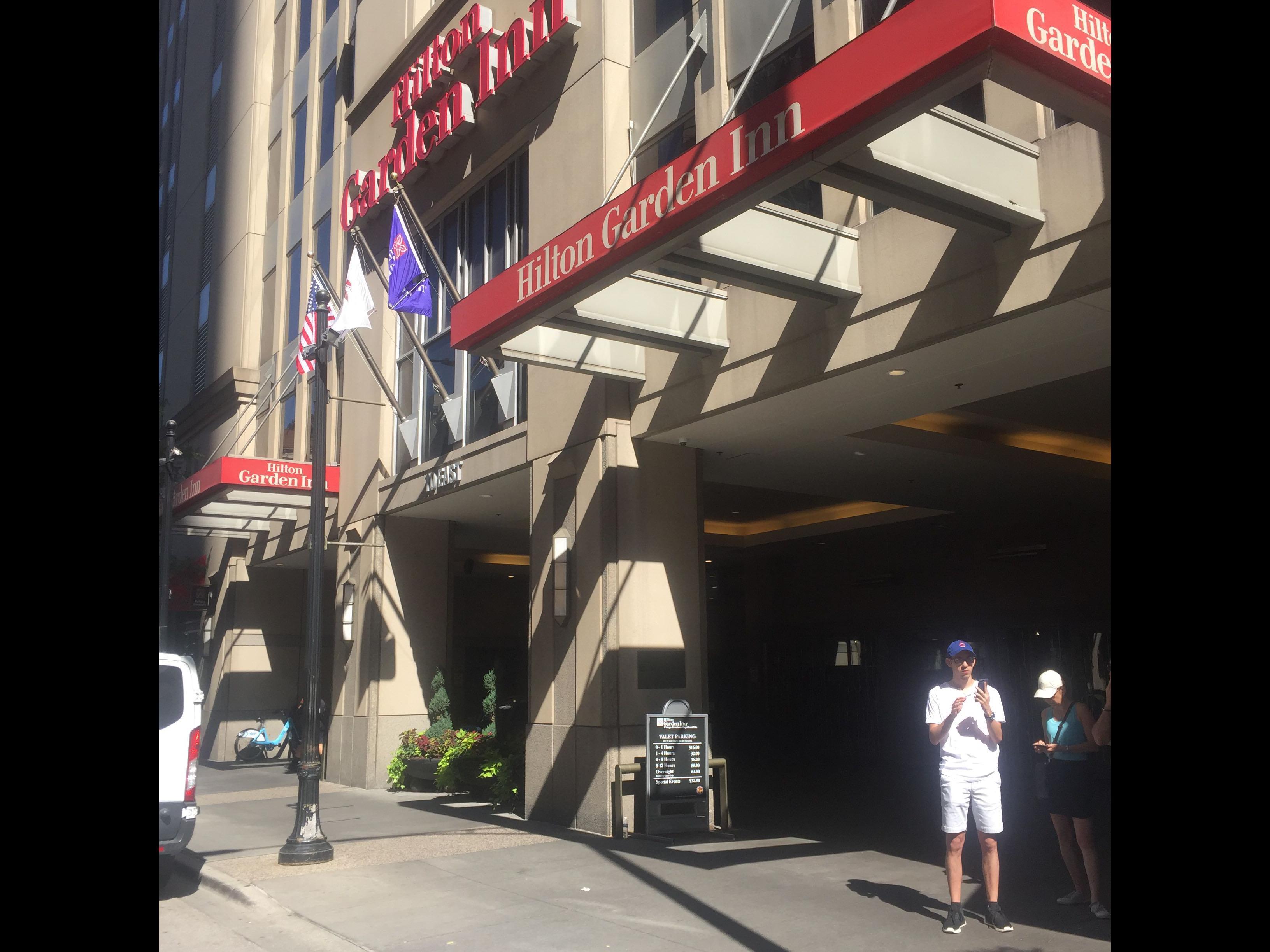 Hilton Garden Inn Parking In Chicago Parkme