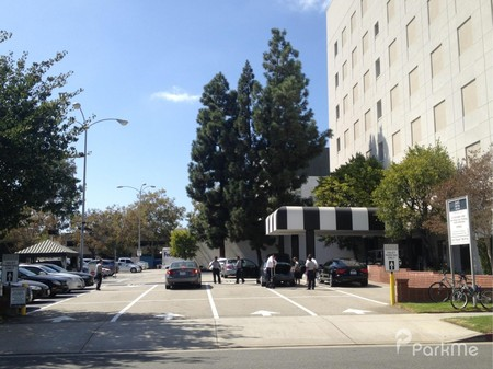 Saks Fifth Avenue - Parking in Beverly Hills  31654ff4ce5e