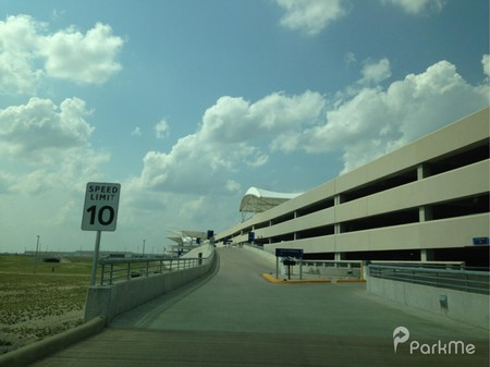 Best parking options at indianapolis airport