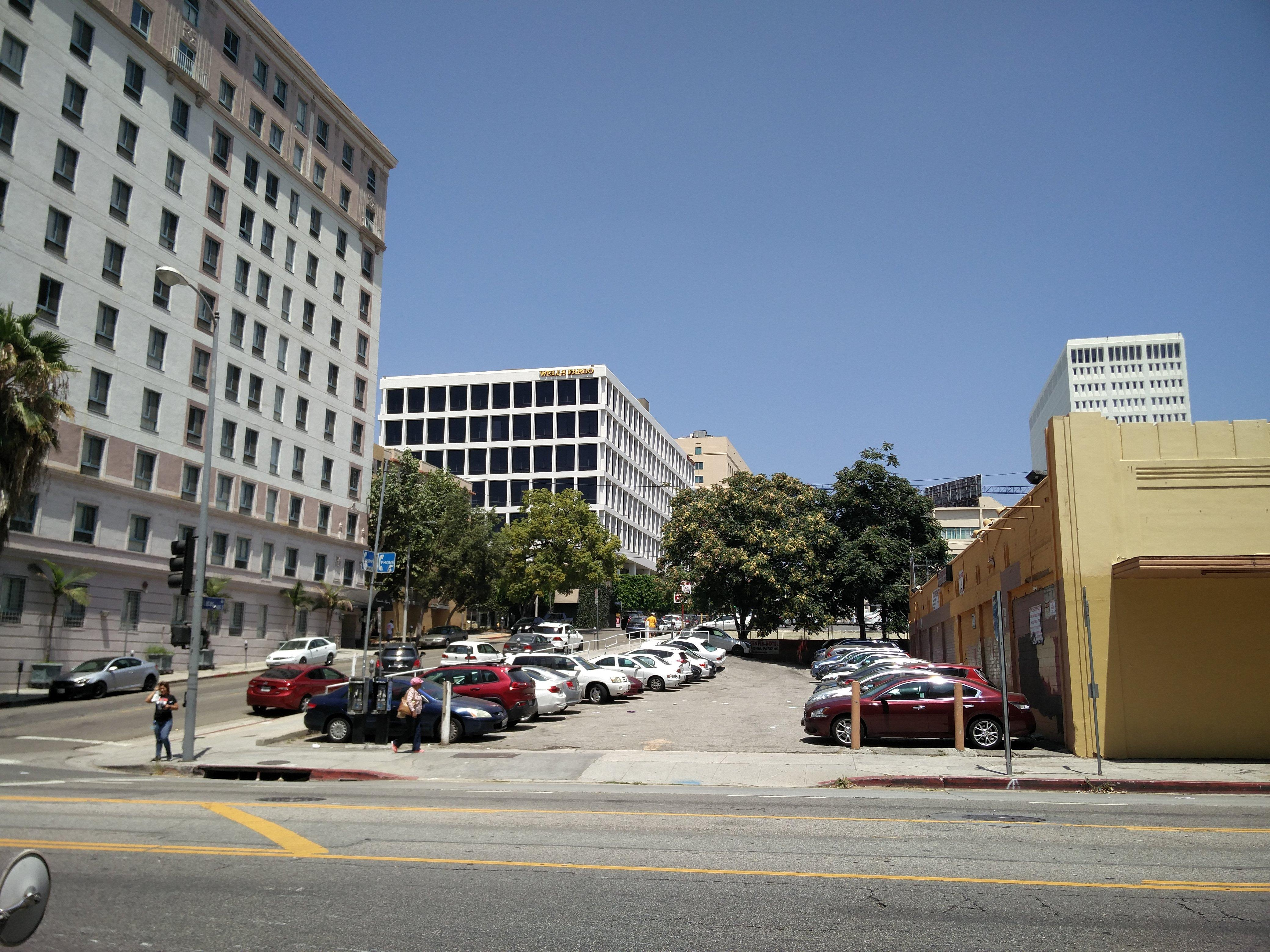 City center hotel parking in los angeles parkme for Hotels 90028