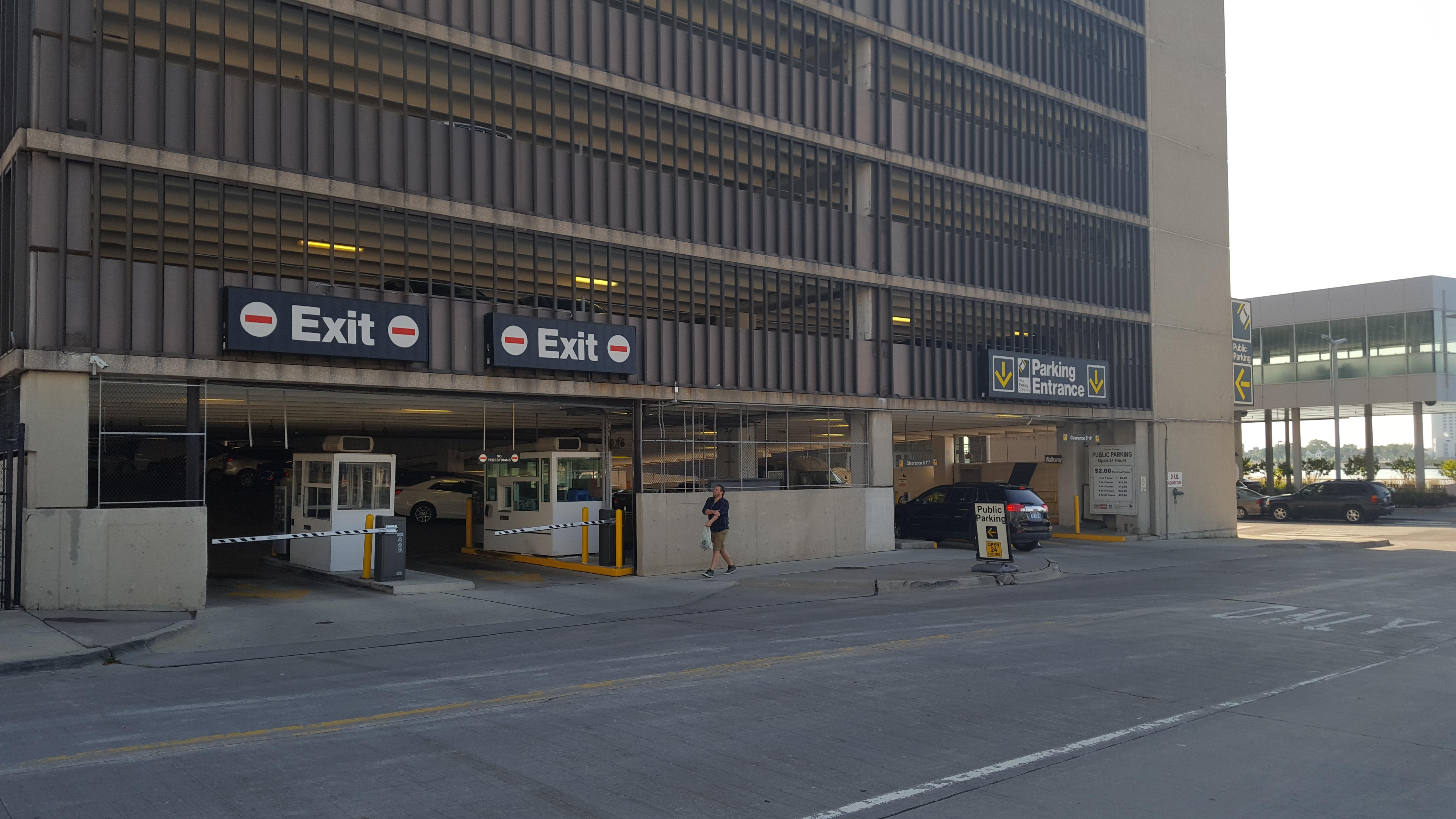 Center Garage Parking In Detroit Parkme