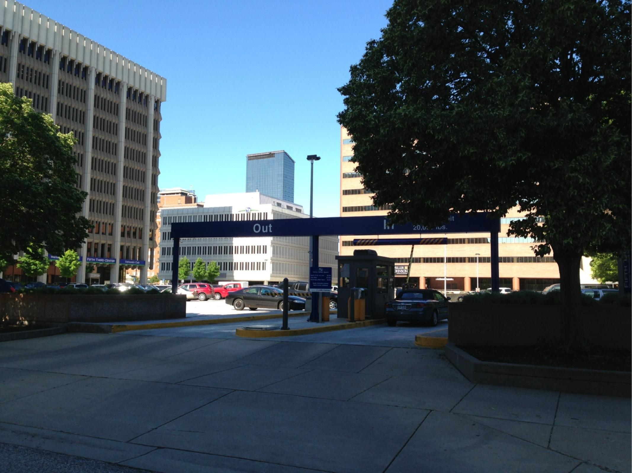 Auto Bill Payer Fifth Third Bank : Fifth third center parking in grand rapids parkme